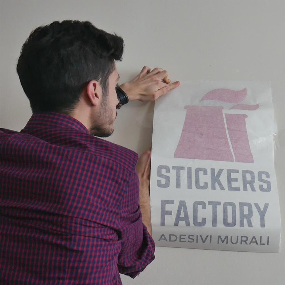 come mettere uno stickers murale