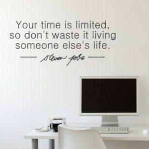 Adesivo Murale Time is Limited Steve Jobs
